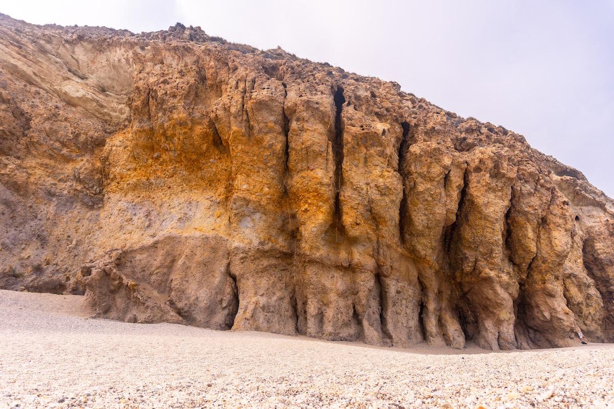 Paredes naturales en la Playa de Los Muertos