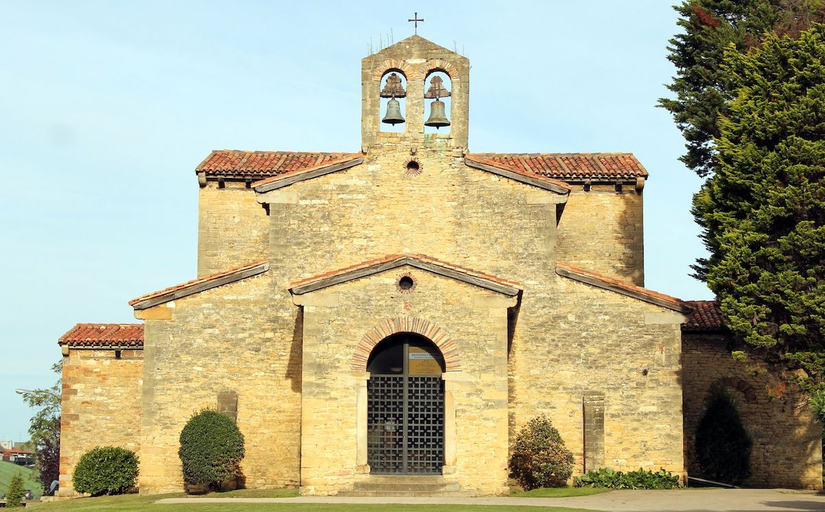 Iglesia de San Julián de los Prados