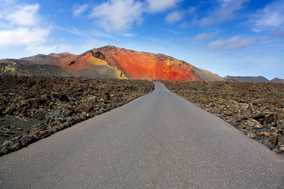 carretera en el timanfaya