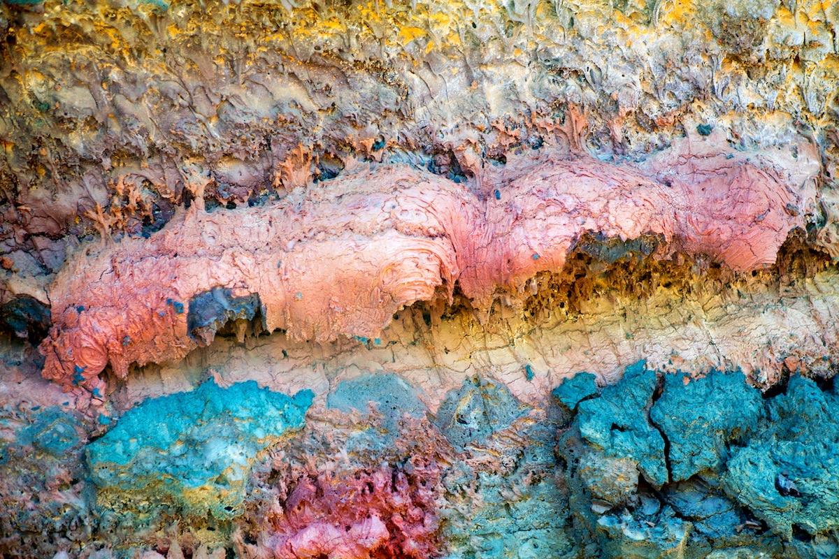 lava de colores en el timanfaya