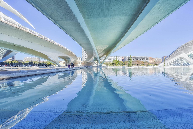 agua en la ciudad de las artes y las ciencias