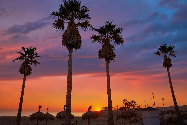 anochecer playa malvarrosa