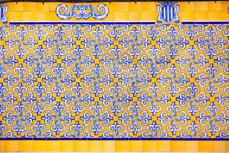 Azulejos en la fachada del mercado central de valencia