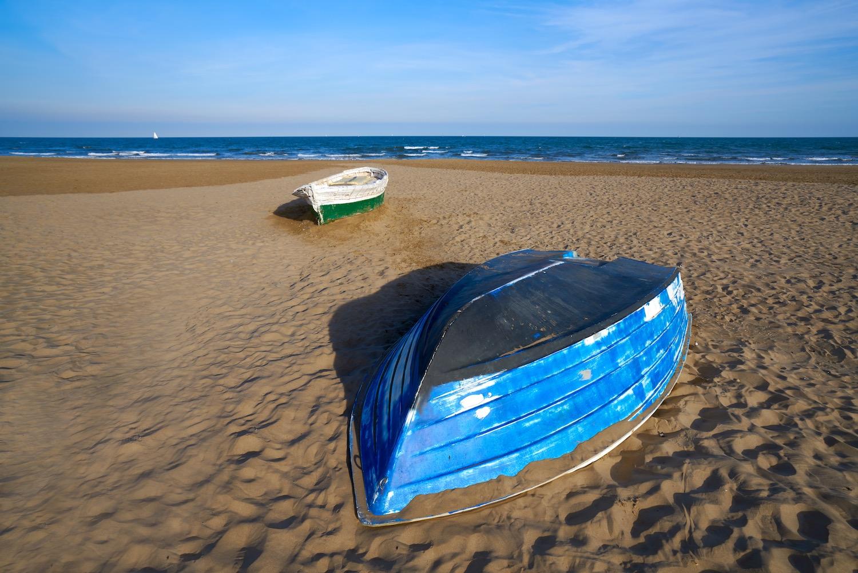 barca pesquera playa malvarrosa