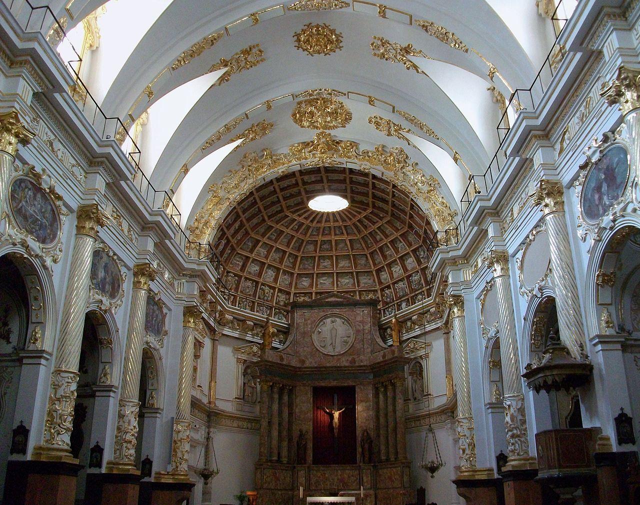 interior de la iglesia sant martin