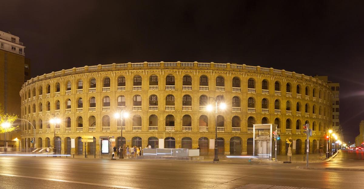 Plaza de toros de Valencia por la noche