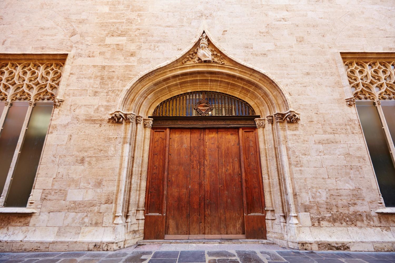 puerta de la lonja de la seda en valencia