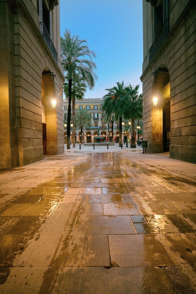 acceso a la plaza real de barcelona