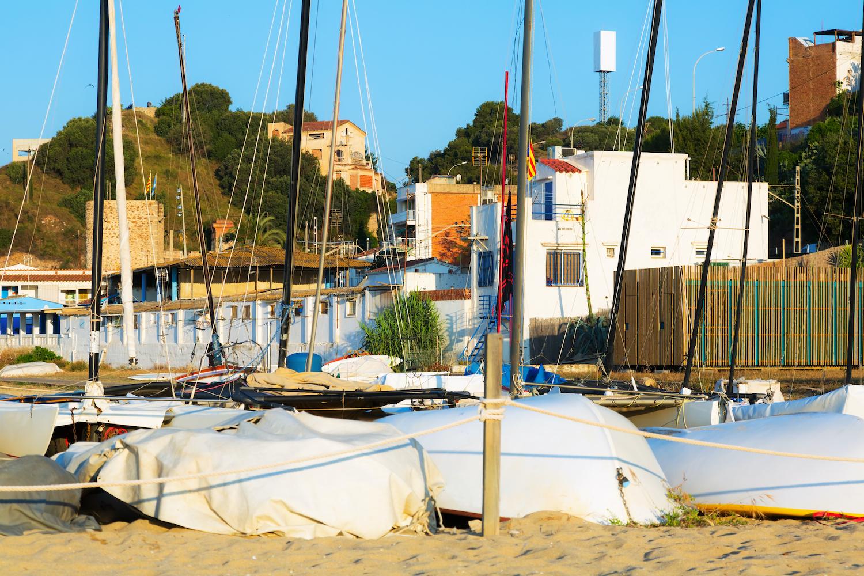 barcas en la playa de el montgat