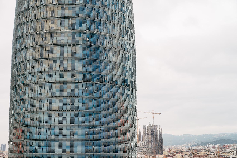 torre agbar vista desde la avenida diagonal