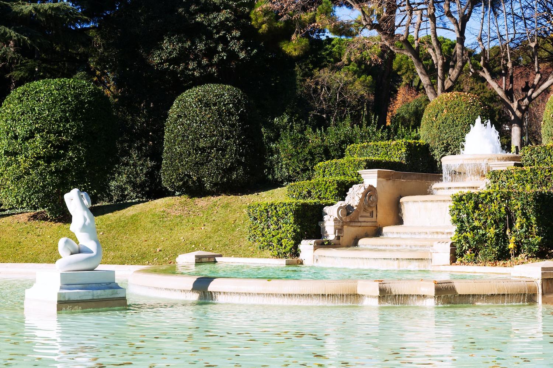 fuente en parque pedralbes
